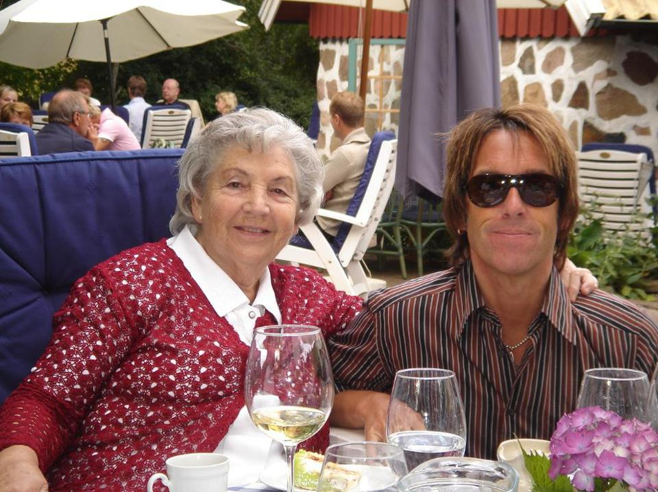 PER GESSLE OFFICIAL shared a video: Shopping With Mother.